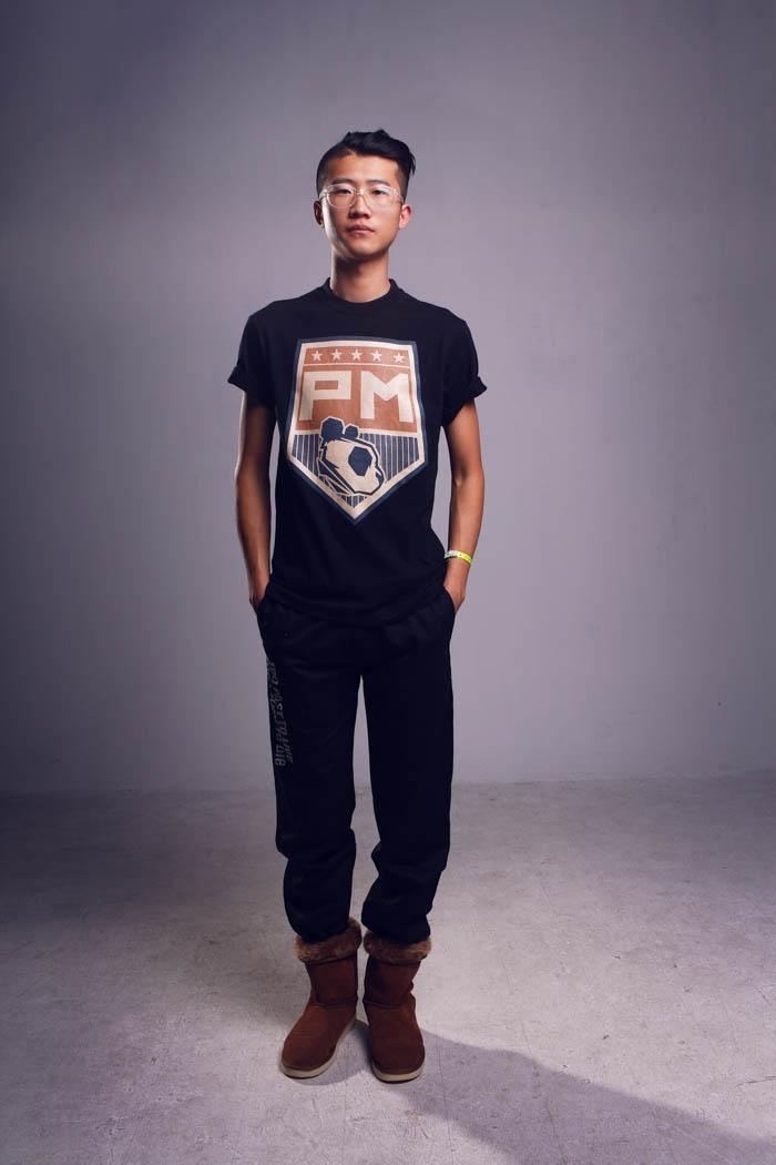 model, t-shirt, logo